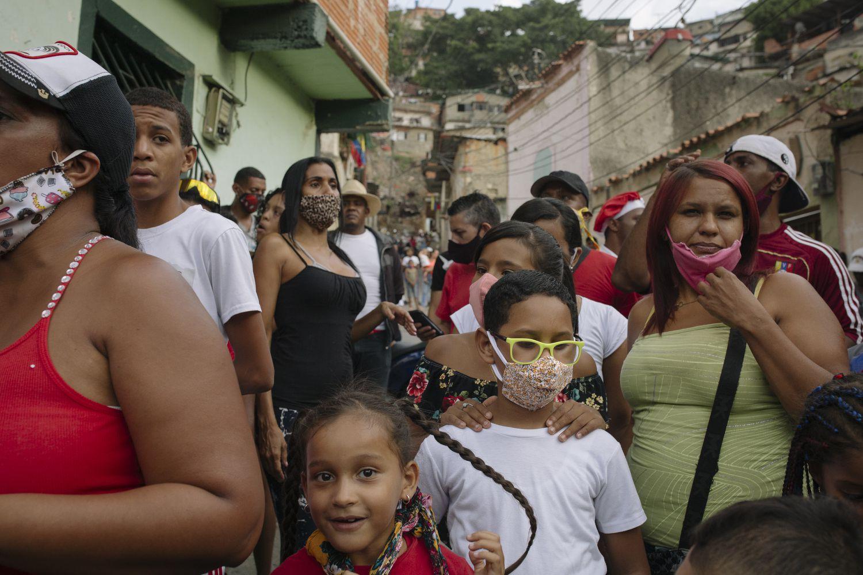 Vecinos de San Agustín del Sur (Caracas), en las fiestas de San Juan Bautista.