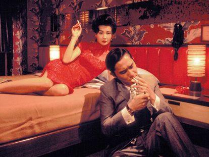 Maggie Cheung y Tony Leung, en la habitación 2046, en la que vive en 'Deseando amar' el personaje del actor.