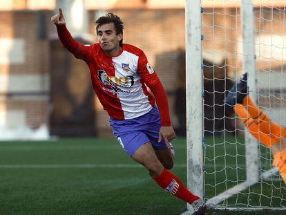 Juan Esnaider celebra el segundo gol de su equipo ante el Eibar este domingo en el Estadio Municipal Mariano González.