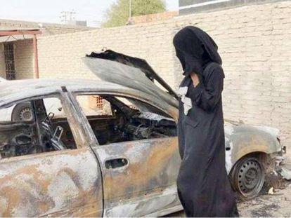 El coche calcinado de la conductora saudí.