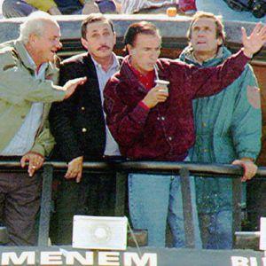 Carlos Menem participa en un acto electoral en Rosario, campaña a la presidencia argentina, el 6 de mayo de 1995.