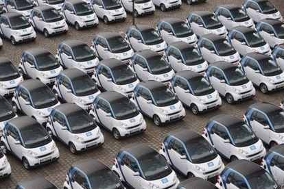 Una hilera de vehículos Smart de Car2go, en una imagen proporcionada por la empresa.