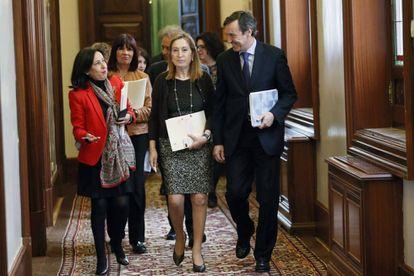 Margarita Robles, Ana Pastor y Rafael Hernando.