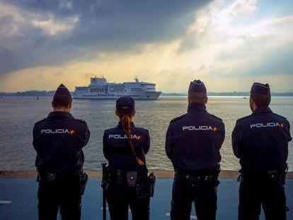 El Puerto de Santander comenzará a levantar en noviembre su valla de cuatro metros y reforzará los controles policiales para evitar la entrada de polizones a los ferris que viajan a Reino Unido.