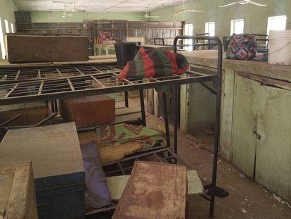 El equipaje de las niñas secuestradas el pasado febrero por Boko Haram, en el colegio de Dapchi (Nigeria) en el que cursan estudios, en una foto del pasado 6 de marzo.