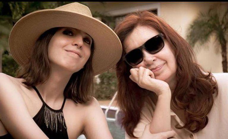 Florencia y Cristina Kirchner en Cuba, en una imagen subida por la expresidenta en Instagram en enero pasado.