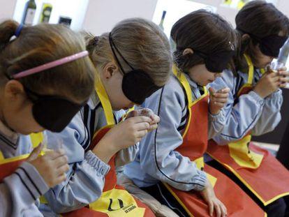 Un grupo de niños en un taller en la primera jornada de la XXVII edición del Salón de Gourmets, en Madrid.