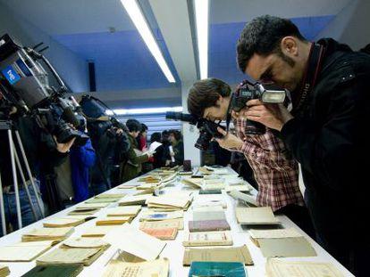 Libros y documentos en el Archivo Nacional de Cataluña.