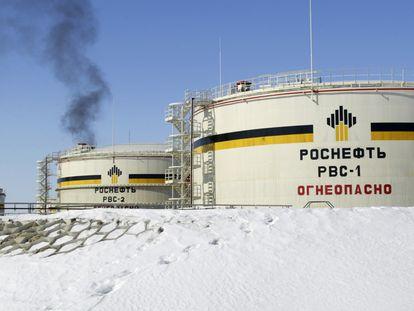 Un punto de almacenamiento de la petrolera estatal rusa Rosneft en Priobskoye (Siberia).