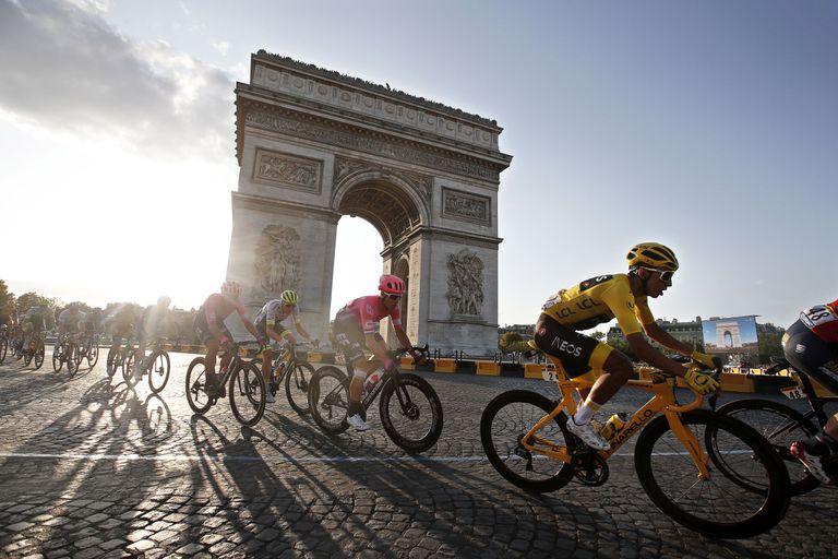 El último ganador del Tour, Egan Bernal, durante la última etapa del 19.