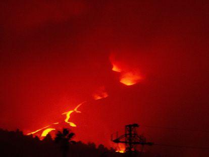 El  volcán de La Palma, fotografiado en la noche del 15 de octubre.