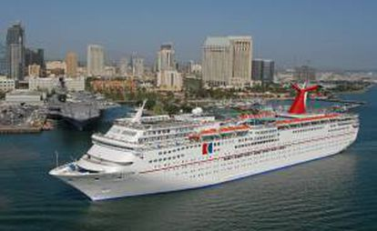 Los cruceros de Carnival Corporation son utilizados cada año por diez millones de personas, de los que casi la mitad viajan con su filial estadounidense, Carnival Cruise, una de las diez que tiene por todo el mundo. EFE/Archivo