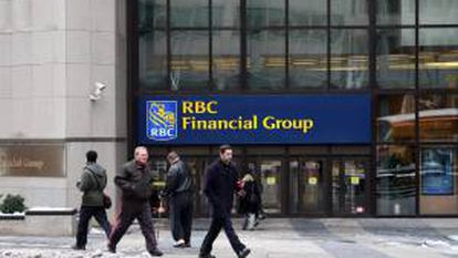 El caso de RBC provocó multitud de denuncias de casos similares en todo el país revelando que algunas de las principales empresas canadienses pueden estar empleando de forma ilegal inmigrantes temporales en sustitución de trabajadores canadienses para ahorrarse gastos y beneficios. EFE/Archivo