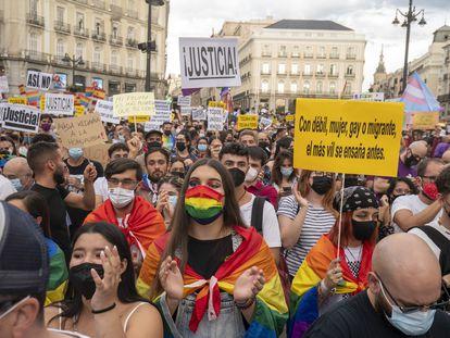 Manifestación en contra de la violencia que la sufre la comunidad LGTBI, este sábado en la Puerta del Sol de Madrid.