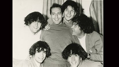 Cinco jugadores del Madrid con pelucas en 1966. / DIARIO AS