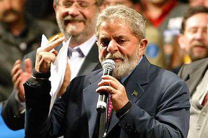 Luiz Inácio Lula da Silva pronuncia un discurso en el mitin de ayer en Porto Alegre.