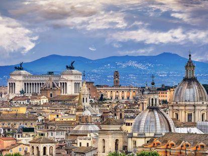 Vista de Roma con el monumento a Víctor Manuel II, en la plaza de Venecia, al fondo a la izquierda.