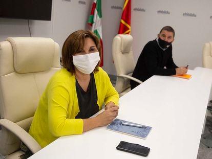 La coordinadora general de Podemos de Euskadi, Pilar Garrido y el de EH Bildu, Arnaldo Otegi, en San Sebastián.