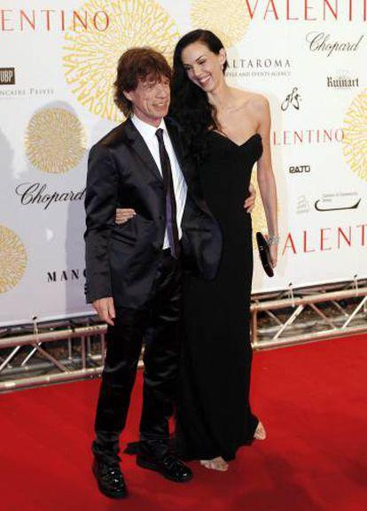 Mick Jagger con la diseñadora L'Wren Scott en 2007. La pareja empezó a salir en 2001 y estuvieron juntos hasta que ella se suicidó, en 2014.