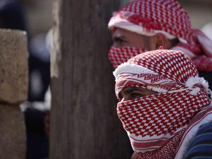 Manifestantes durante los enfrentamientos entre palestinos e israelíes durante una concentración en apoyo a Jader Adnan Musa.