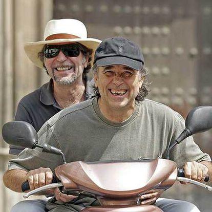 Joan Manuel Serrat (en primer término) y Joaquín Sabina, fotografiados la pasada semana en Sevilla.