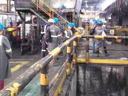 Trabajadores de Sidenor en Basauri, en una imagen de archivo.