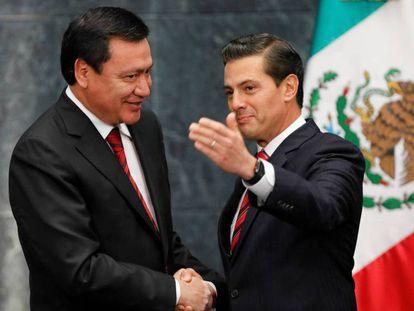 Peña Nieto despide a Osorio Chong en Los Pinos.