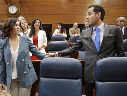 La aspirante promete bajar impuestos, pide colaboración a Pedro Sánchez y defiende las leyes LGTBI