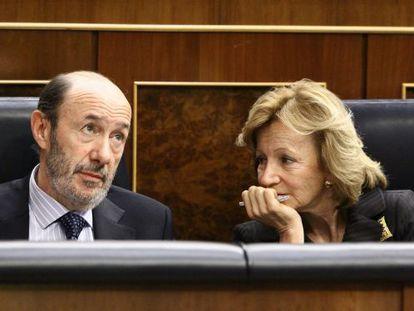 Rubalcaba y Salgado en sus escaños en el Congreso.