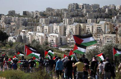 Marcha de protesta palestina ante el asentamiento de Modiin Illit, en Cisjordania, el 27 de febrero de 2015.