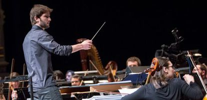 Lucas Vidal dirige a la Barbieri Symphony Orchestra.