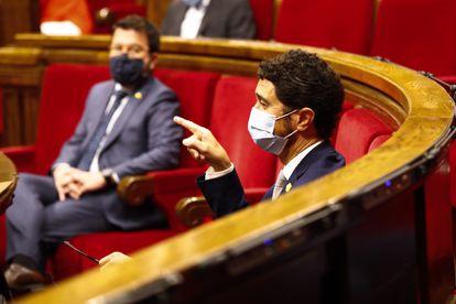El consejero de Territotio, Damià Calvet, durante el debate de la proposición de ley de contención de rentas de alquiler de viviendas, ayer.