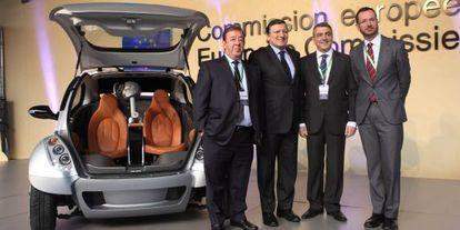 Jesús Echave, Jose Manuel Durão Barroso, Javier De Andrés y Javier Maroto, en la presentación del biplaza eléctrico Hiriko en Bruselas.