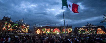 Miles de personas en el centro de la Ciudad de México.