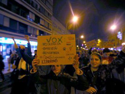 Los asistentes han marchado por el centro de Granada, Málaga y Sevilla con cánticos como  Aquí están los antifascistas  o  Que no tenemos miedo