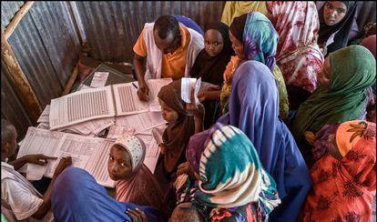 Mujeres se registran en el centro de Dolo Alo, en Etiopía.