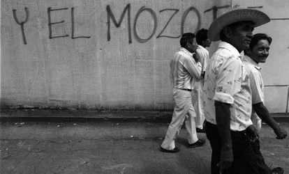 Una pintada sobre la matanza en un muro de El Salvador en 1992.
