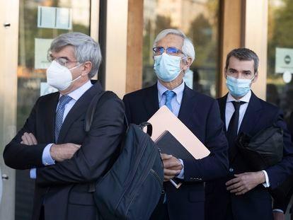 Los directivos de Escal, Recaredo del Potro y José Luis Martínez Dalmau, en la Audiencia de Castellón antes de iniciarse el juicio por el caso Castor.