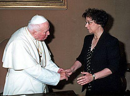 Juan Pablo II recibió ayer a la ministra de Asuntos Exteriores, Ana Palacio, que ha acudido a la ceremonia de canonización.