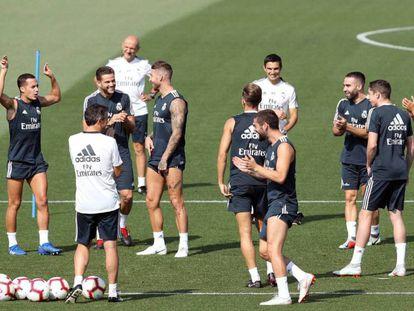 Los jugadores del Real Madrid en el entrenamiento de este sábado previo al debut liguero contra el Getafe / En vídeo, declaraciones de Julen Lopetegui antes del debut del Real Madrid contra el Getafe