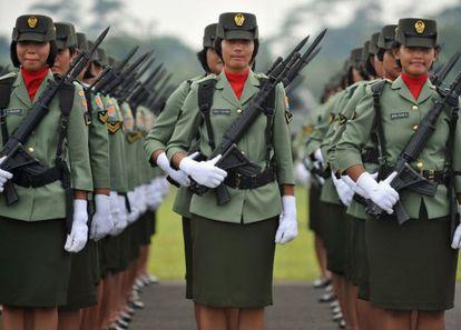Miembros del Ejército de Indonesia, en un desfile en Yakarta en 2010.
