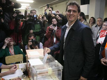 Albert Rivera vota este domingo en un colegio de L'Hospitalet (Barcelona).