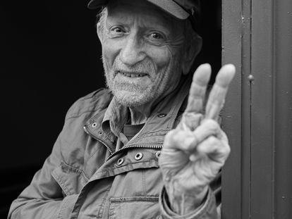 Retrato del legendario fotógrafo musical Baron Wolman.
