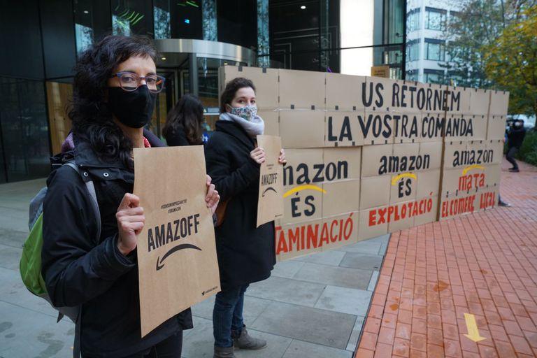 Protesta en la sede de Amazon en Barcelona.