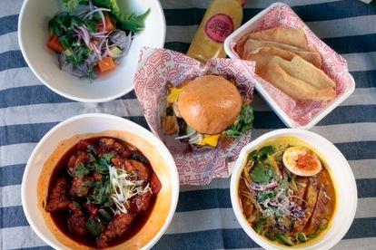 Ceviche de corvina, chicharrón peruano en pan de brioche, pavo agridulce y curry ají de gallina, del nuevo delivery de Tripea