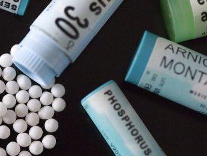 Medicamentos homeopáticos en gránulos.