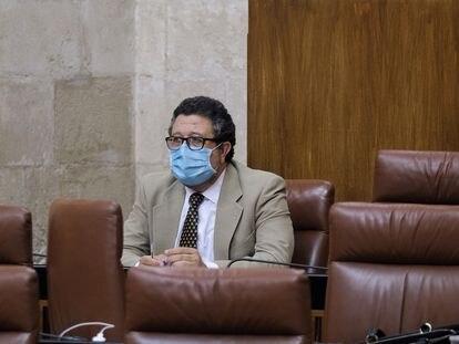 Francisco Serrano durante un pleno en el Parlamento andaluz, en una imagen de archivo.