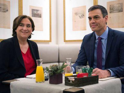 Ada Colau y Pedro Sánchez reunidos en Barcelona antes del Consejo de Ministros.