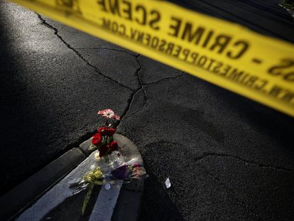 Memorial frente al hotel Mandalay Bay, lugar en el que se produjo un tiroteo en 2017 durante el festival Route 91 Harvest, en Las Vegas.