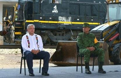 El presidente Andrés Manuel López Obrador y el secretario de la defensa Luis Cresencio Sandoval durante una conferencia de prensa en el mes de julio.